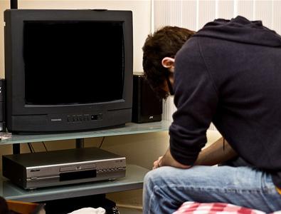 Лампочка горит а телевизор не включается почему